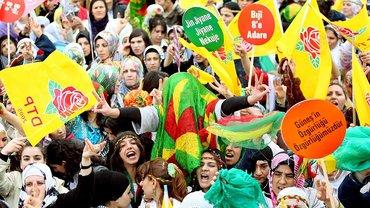 Internationaler Frauentag in der Türkei – Frauen lassen sich das Demonstrieren nicht verbieten
