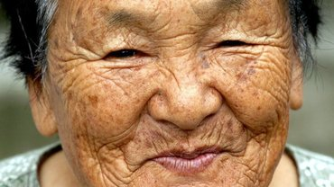 Wer pflegt alte Menschen zu welchen Bedingungen? Eine Studie im Auftrag der HBS vergleicht drei Länder