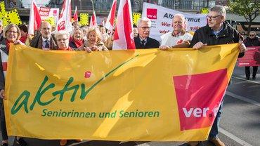 Teilnehmerinnen und Teilnehmer der Bundesseniorenkonferenz demonstrierten in Berlin (7.5.2019)